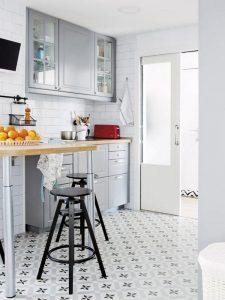 suelo hidraulico cocina 225x300 - Baldosas y suelos hidráulicos para cocina: Diseños y consejos para elegir la mejor