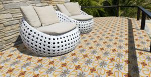Imagen 1 mosaicos antideslizantes en exterior 300x154 - Mosaicos Antideslizantes de clase 3